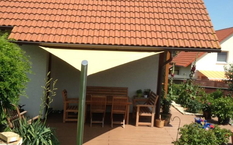 sonnensegel dreieckig fabulous windhager sonnensegel. Black Bedroom Furniture Sets. Home Design Ideas